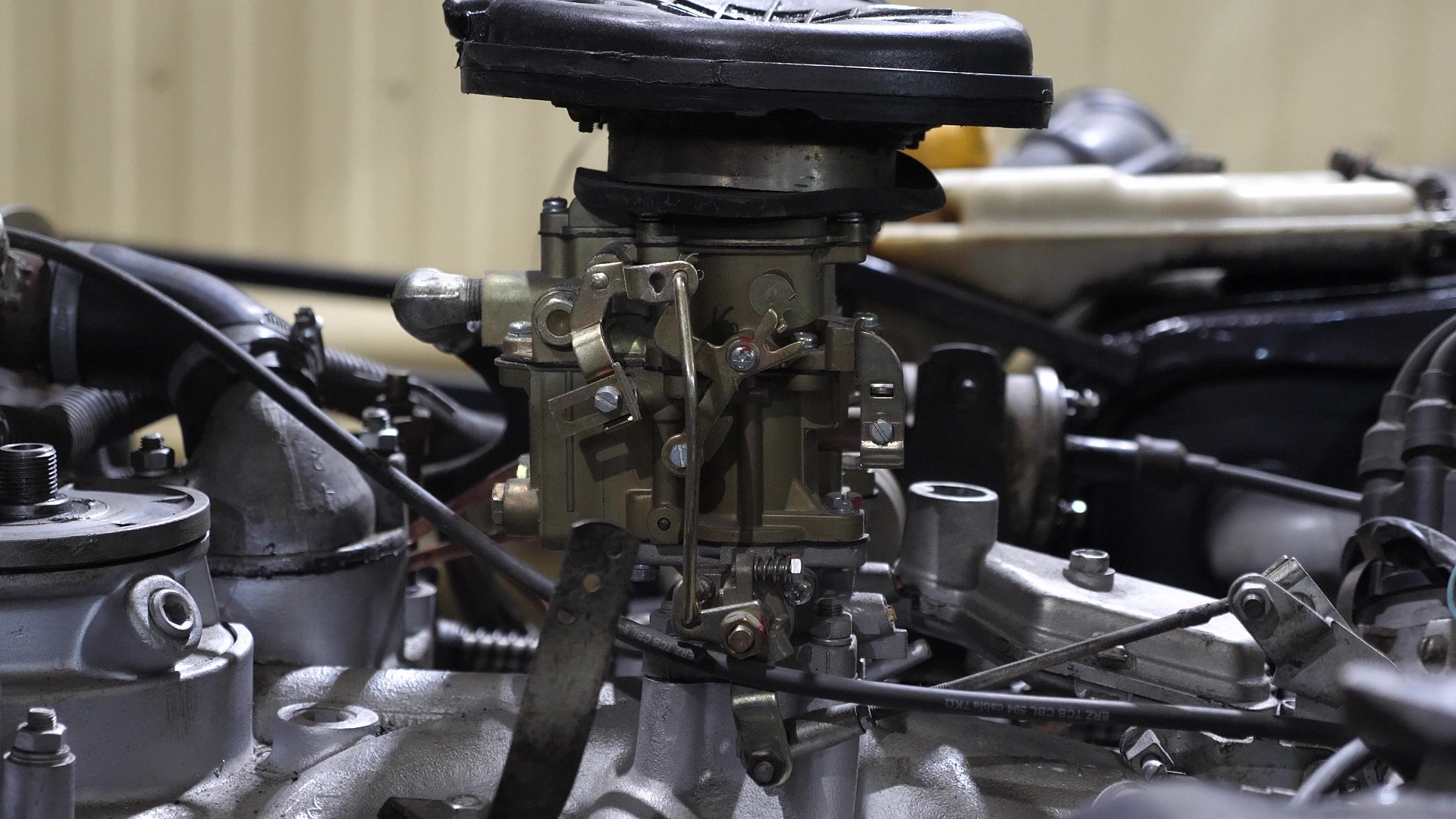 What is The Best Carburetor For 351 Windsor? 5 Top-Rated in